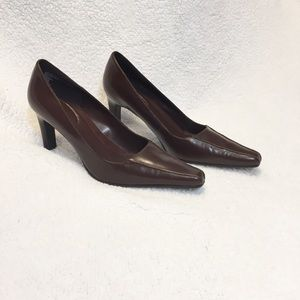 Connie Brown Leather Pointy Toe Heels Streep 2